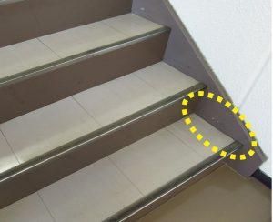 階段のささら部分にも